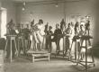 """""""Pallase"""" skulptuuriklass 1928-29. (?) a. Vasakult: 1) J. Keinänen; 2) Ed. Kutsar; 3) J. Hirv; 4) Kiin; 5) A. Starkopff; 6) Ernst Jõesaar; 7) Irmgard Luha - KM EKLA"""