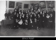 """Koosviibimine kunstikoolis """"Pallas"""", E. Hiir, F. Tuglas, R. Tiitus. Tartu [1935-1937] esimeses reas paremalt 1. luuletaja Juhan Sütiste, 2. Anna Triik, 3. A. Starkopf, 4.Aino Suits; kolmandas reas vasakult 5.J. Semper, paremalt 5. F. Tuglas - EFA"""