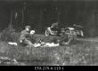 Grupp 1920.a maareformi läbiviimisest osavõtjaid teel Laiksaare metskonda. - EFA