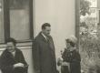 J. Kärneri mälestustahvli avamine Tartus, V. Kingissepa tänav 59  25. sept. 1966. a. Paremalt: Hilda Kärner, J. Lott ja L. Nigul - KM EKLA