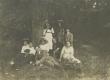 Jaan Kärner, Aleksander Kärner ja Juhan Kolberg seltskonnaga metsas 1913. a - KM EKLA
