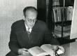 August Sang mikrofoni ees Kirjandusmuuseumis 1961. a.  - KM EKLA