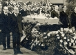Fr. Tuglase matus 1971. Auvalves: P. Rummo, R. Parve, V. Beekman, L. Remmelgas, P. Kuusberg, J. Kross. Kõneleb A. Hint - KM EKLA