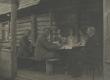 Võru-Kasaritsas 1921. a. Vasakult: 1) Aleks. Oinas, 2) Aleks. Tassa, 3) Fr. Tuglas, 4) A. Oinas-Kurvits, 5) Elo Tuglas, 6) Jaan Vahtra - KM EKLA