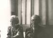 Elo ja Friedebert Tuglas Ahja keskkooli õpetajatetoas 1963. a. - KM EKLA