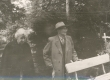 Elo ja Friedebert Tuglas Võnnu kalmistul 1963. a. - KM EKLA
