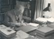 Friedebert Tuglas töölaua juures okt. 1965. a. - KM EKLA