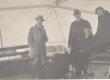 Vilde, Eduard (paremalt teine) seltskonnaga laevalael [1920ndate aastate keskel] - KM EKLA