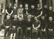 Karl Ristikivi algkooli lõpupilt 1927. a. juunis. Esirida (vasakult): 1) Ants Jaagu, 2) Ella Köösel-Korju, 3) Velleste Jaan, 4) õpetaja Leo Sepp, 5) Anni Brand, 6) Ritsu Arno, 7) [õp. Mai Reedlichi õde]. Teine rida: 1) Alma…, 2) koolijuhataja Viktor Luht, 3) Ksenja Sepp, 4) õpetaja Mai Reedlich, 5) Karl Ristikivi, 6) õpetaja Anni Laur, 7) Martin Reek, 8) õp. Anni Lauri õde - KM EKLA