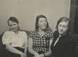 Marie Under tütar Hedda ja tundmatuga 30. dets. 1937 - KM EKLA