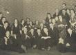 """""""Vaba Maa"""" toimetus 17. IV 1935. Vas: 3. G. Under, 6. Gori, 7. E. Päärt, 8. Vanda Mõõlmann, 10. Aleksander Veiler, ees par. Harald Nõmmela, üleval Aksel Valgma - KM EKLA"""