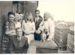 vasakult: 1) Aleksandra Aavik, 2) Johannes Aavik, 4) Silvia Zieger (Joh. Aaviku tütar), 5) Fred Zieger (tema mees), 6) Paul Aavik (Joh. Aaviku onupoeg) Stockholmis - KM EKLA