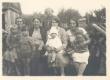 Johannes Aaviku tädi (vas. II) täditütar Marie Sepp (taga) ja tädipoeg Oskar Sepa naine ja lapsed - KM EKLA