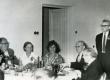Helene Siimiskeri dissertatsioonikaitsmise pidu Kirjandusmuuseumis 21.06.1963. Vasakult: Eduard Ertis, Voldemar Panso, V. Panso kaaslane, Kersti Merilaas, August Sang, Villem Alttoa, Paul Ariste  - KM EKLA