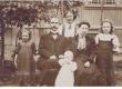 Otto Grossschmidt abikaasa ja lastega - KM EKLA
