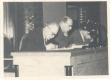 Friedebert Tuglas ja Johannes Semper presiidiumilaua taga - KM EKLA