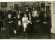 Lilli ja Johannes Parikase pulmad 9. X 1920. Ees istub Peeter Parikas. I rida vas.: 1. Anna Kõrv, 3. Lilli Kõrv-Parikas, 4. Johannes Parikas; II rida vas.: 3. Ants Laikmaa, 4. Alice Kõrv  - KM EKLA