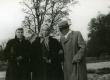 Betti Alver, Elo Tuglas ja Friedebert Tuglas Pühajärvel 29. V 1957 - KM EKLA