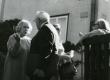 Betti Alver, Julius Mägiste, Eeva Niinivaara ja Mart Lepik Koidula tn 8 aias 20. aug. 1970 - KM EKLA