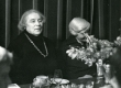 Betti Alver ja Renate Tamm poetessi 75. juubeliõhtul Tartu Kirjanike majas 27. nov. 1981. a - KM EKLA