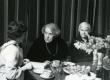 Betti Alveri 75. juubeliõhtu Tartu Kirjanike majas 27. nov. 1981. a. Ele Lõhmus, Betti Alver ja Renate Tamm - KM EKLA
