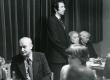 Betti Alveri 75. juubeliõhtu Tartu Kirjanike majas 27. nov. 1981. a. Kõneleb Hando Runnel, istuvad vasakult: Kalju Kääri, Betti Alver, Renate Tamm - KM EKLA