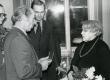 Betti Alveri 75. juubeliõhtu Tartu Kirjanike majas 27. nov. 1981. a. Poetessi õnnitleb Nikolai Preiman. Taga seisavad Arno Allman ja Indrek Toome  - KM EKLA