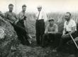 H. Talvik, O. Reis, R. Indreko, E. Kirst, J. Kimmel, Al. Isotamm arheoloogilistel kaevamistöödel Saaremaa Asva linnamäel [1931. või 1934. a.] - KM EKLA