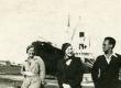 Virve Huik, Elsbet Parek ja Heiti Talvik [Pärnu sadamas 1920-te lõpul] - KM EKLA