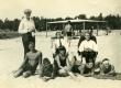 Heiti Talvik, [Ilmari Talvik], Virve Huik jt rannas [Pärnu v Narva-Jõesuu 1920-te lõpul] - KM EKLA