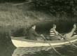 Ilmari, Hella ja Elfrieda Talvikud paadisõidul [1929. a. suvel Pärnu jõel - KM EKLA