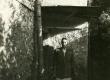 Betti Alver oma elukoha, Pargi tn 2 keldrikorrusel, trepil 20. VII 1951 - KM EKLA