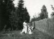Betti Alver Valgemetsas laste ja kitsedega aug. 1952 - KM EKLA