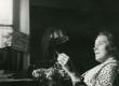 Betti Alver oma elukohas Tartus, Pargi tn. 2 keldrikorrusel 20. VII 1951. a. - KM EKLA