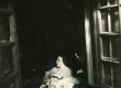 Betti Alver oma elukohas Tartus, Pargi tn. 2 keldrikorrusel 20. VII 1952. a. - KM EKLA