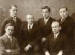"""E.Ü.S. """"Veljesto"""" asutajad, esimesed ülikooli lõpetajad 1923/24: A. Annist, J. Mägiste, H. Moora, A. Koort, J. E. Õunapuu, A. Oras - KM EKLA"""