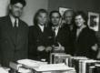 Aadu Hint, Liis Raud, Rudolf Põldmäe, August Sang ja Liina Sang Kirjandusmuuseumi KO-s 15.09.1956 - KM EKLA