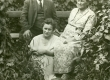 Betti Alver koos isa ja emaga [Pühastes 1930-tel] - KM EKLA