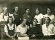 E.N.K.S. Tütarlaste Gümnaasiumi õpilased [VI a kl. 1921. a.].M. Lukk, [M. Kesikmarj], Betti Alver, E. Wiira, E. Jaska, M. Soosaar, L. Ummer, [S.Perv] - KM EKLA