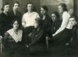 E.N.K.S. Tütarlaste Gümnaasiumi õpilased [1922]. A. Milian, H. Kokk, E. Jaska, L. Ummer, E. Reili, B. Alver jt - KM EKLA