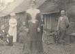 K. E. Sööt, K. Parts jt. Rua talu õues 1901. a. - KM EKLA