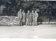 K. E. Sööt W. Grünthal-Ridala perekonna keskel nende suvilas Muhumaal, 16. VII 1939 - KM EKLA