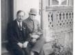 K. E. Sööt ja G. Matto (kooliõpetaja Narvast) K. E. Söödi maja trepil Tartus, Tähtvere tn. 5, 1943. a. suvel - KM EKLA