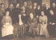"""Hindrey, Karl August - ees keskel """"Raidaru kirikumõisa"""" tegelastega """"Estonias"""" 1935 - KM EKLA"""