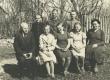 Murru algkooli VI klass vasakul õp Mart Kiirats (Mats Mõtslane), paremal õp. Eliise Heinväli 1938. või 1939. aastal - KM EKLA