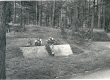 Friedebert ja Elo Tuglase hauad Tallinna Metsakalmistul 1974. a. - KM EKLA