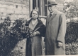 Ella Enno ja Karl E. Sööt Ennode kodu aias Haapsalus 1934 - KM EKLA