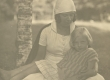 Dagmar (Dagy) Hacker tundmatu lapsega 1925. a. suvel Toilas - KM EKLA