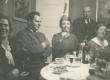 Paremalt: Marie Under, Artur Adson, Hedda Hacker ja tundmatud 1936. a. - KM EKLA