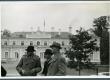 Vasakult: 1. Aleksander Tassa, 2. Albert Kivikas, 3. August Gailit kirjanike ekskursioonil Narva-Jõesuus sept. 1939. a.  - KM EKLA